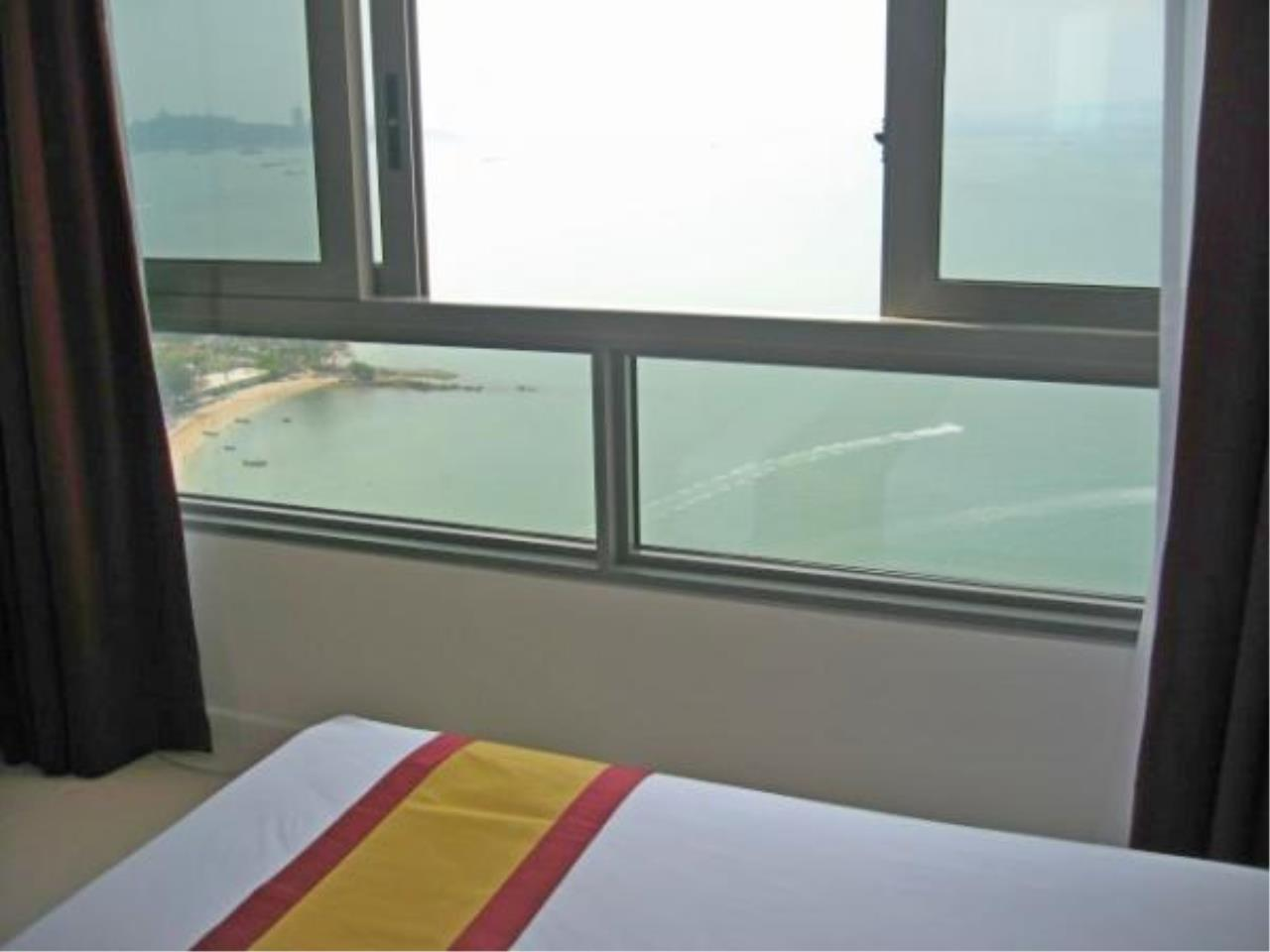 RE/MAX Town & Country Property Agency's Beach front condo for rent in Wong Amat! 1