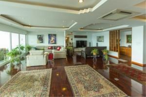 RE/MAX Town & Country Property Agency's EXCLUSIVE Beachfront condo in Wong Amart 3