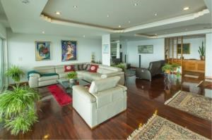 RE/MAX Town & Country Property Agency's EXCLUSIVE Beachfront condo in Wong Amart 4