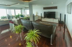 RE/MAX Town & Country Property Agency's EXCLUSIVE Beachfront condo in Wong Amart 5