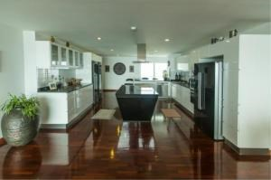 RE/MAX Town & Country Property Agency's EXCLUSIVE Beachfront condo in Wong Amart 8