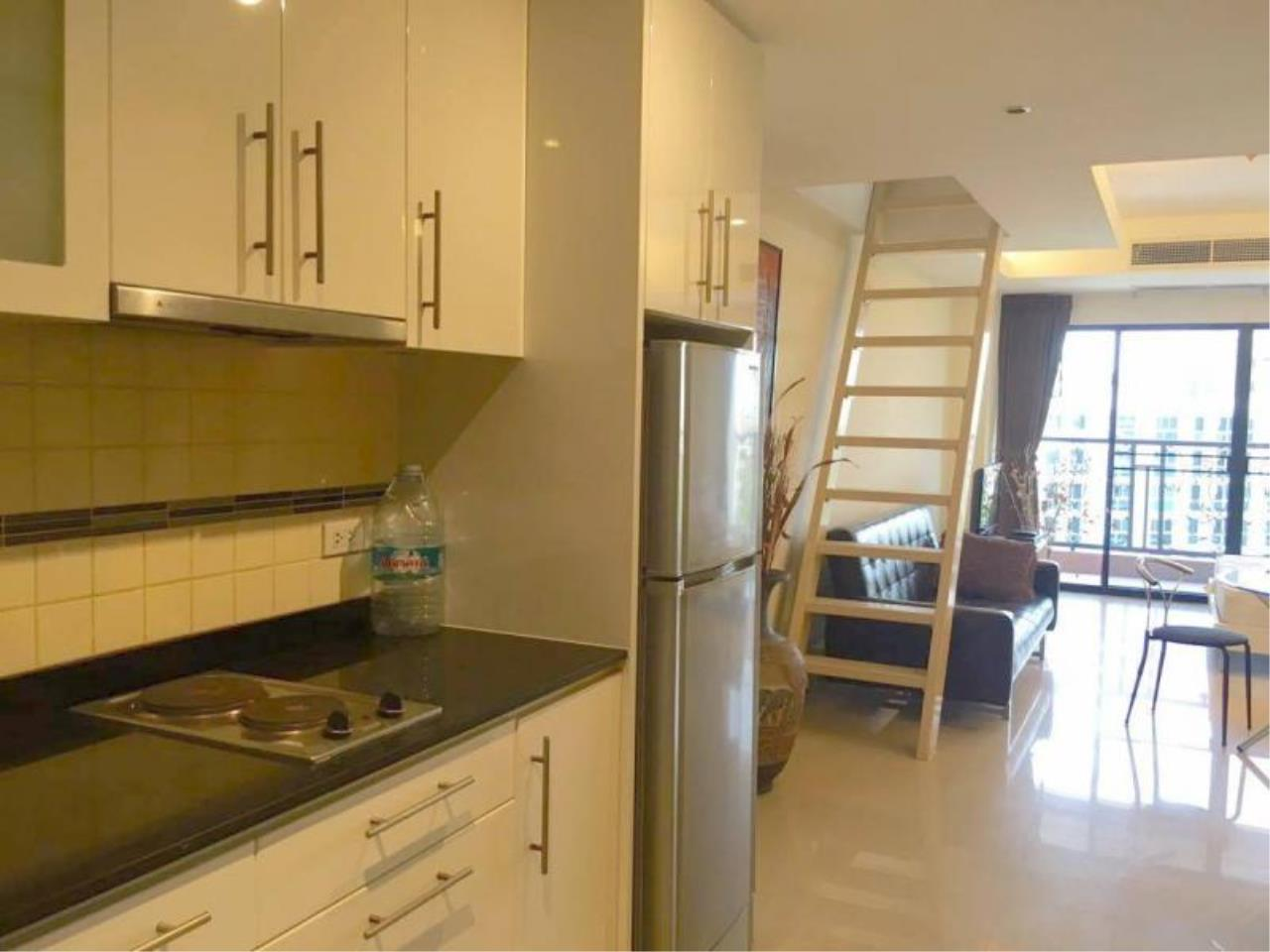 RE/MAX Town & Country Property Agency's Spacious - lovely TOP-floor apartment 10