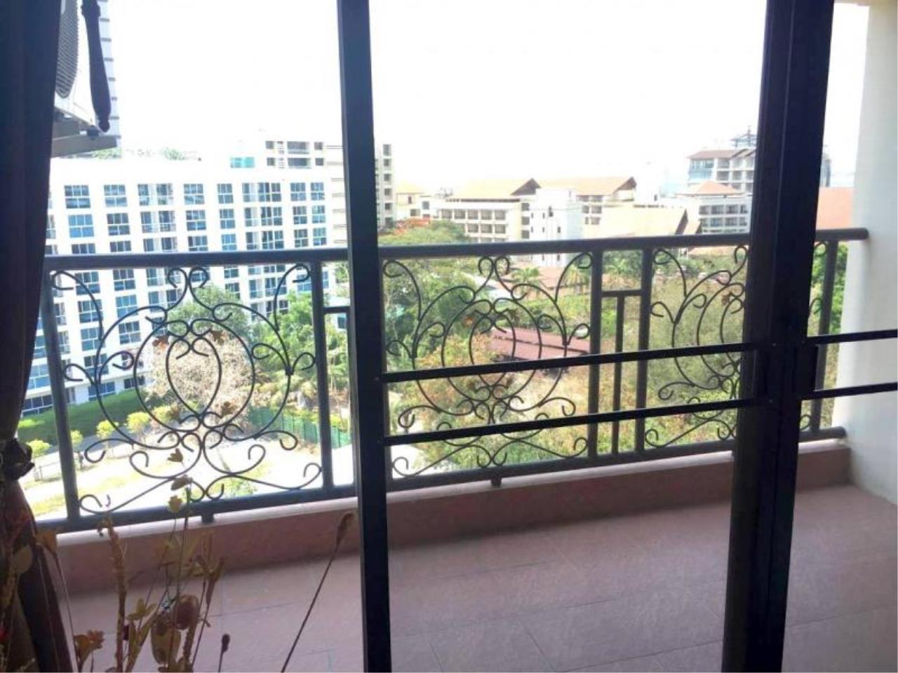 RE/MAX Town & Country Property Agency's Spacious - lovely TOP-floor apartment 3