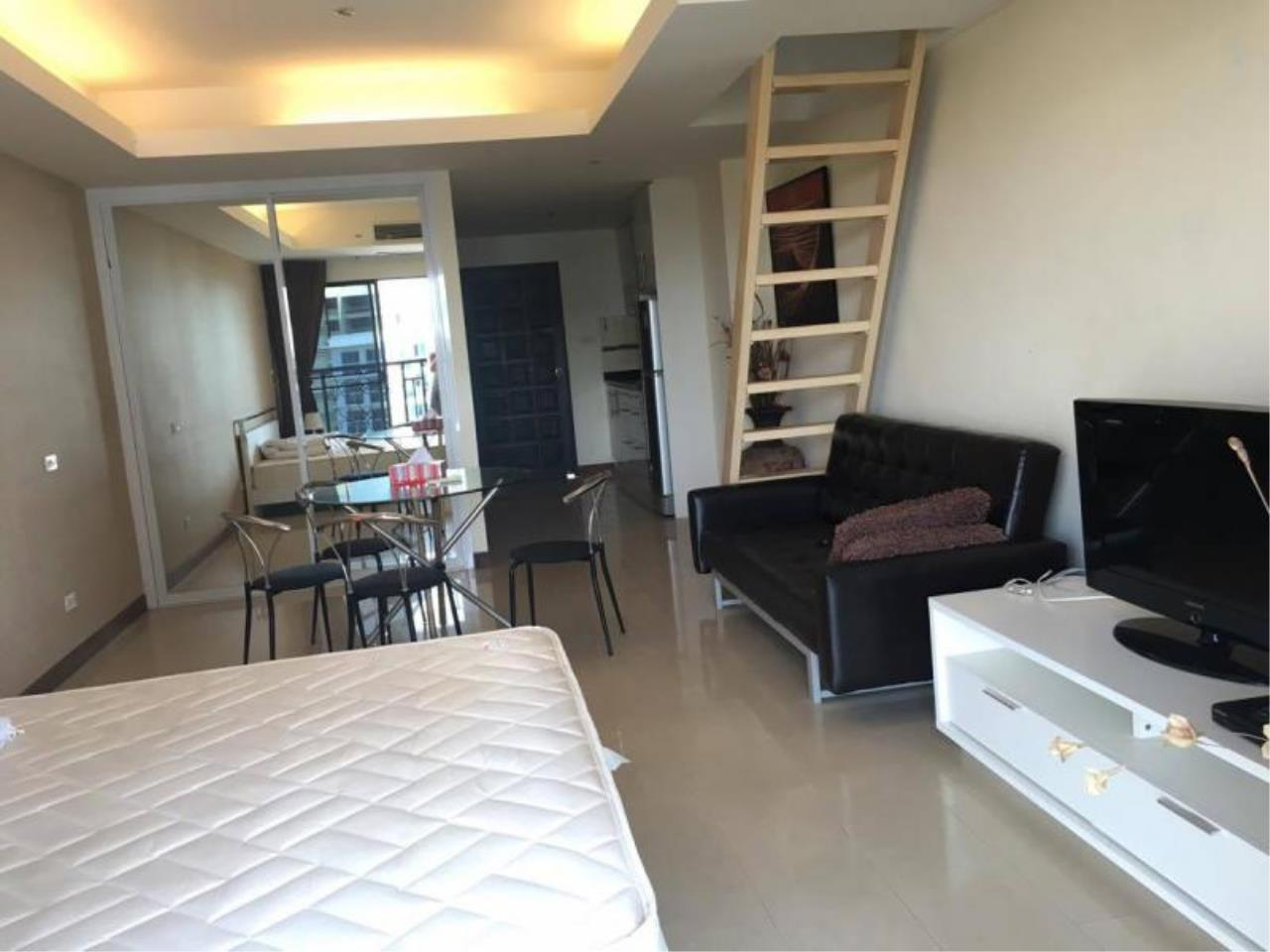 RE/MAX Town & Country Property Agency's Spacious - lovely TOP-floor apartment 8