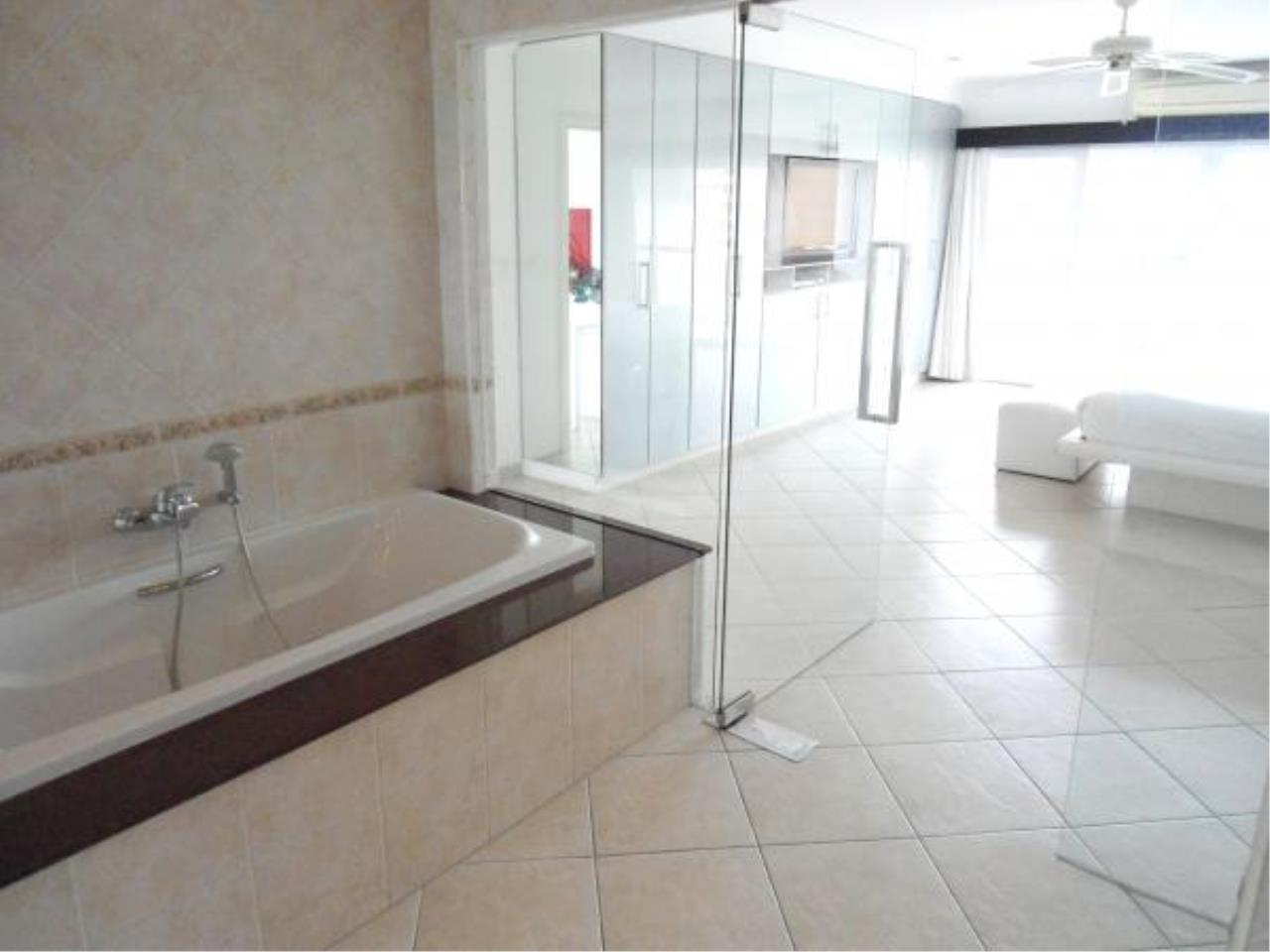 RE/MAX Town & Country Property Agency's Nice condo for rent in Naklua 11