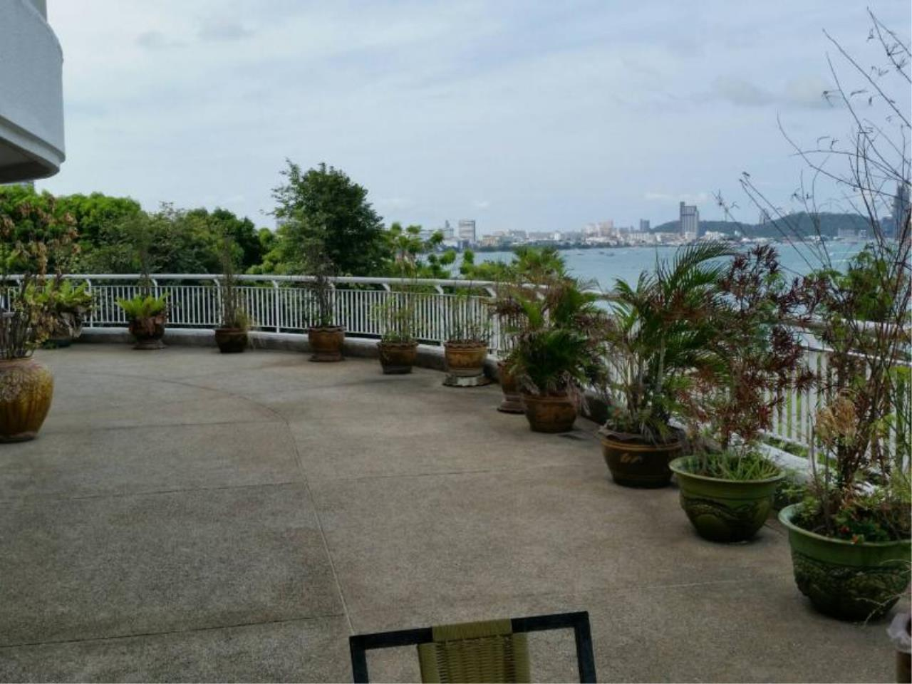 RE/MAX Town & Country Property Agency's Baan Rimpha Beach-front condo 2