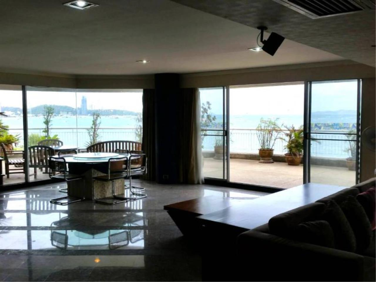 RE/MAX Town & Country Property Agency's Baan Rimpha Beach-front condo 4