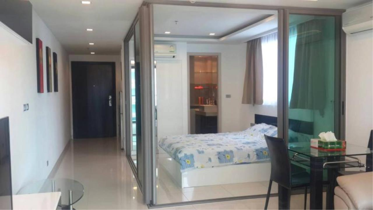 RE/MAX Town & Country Property Agency's Sea View condo for rent in  north Pattaya 9
