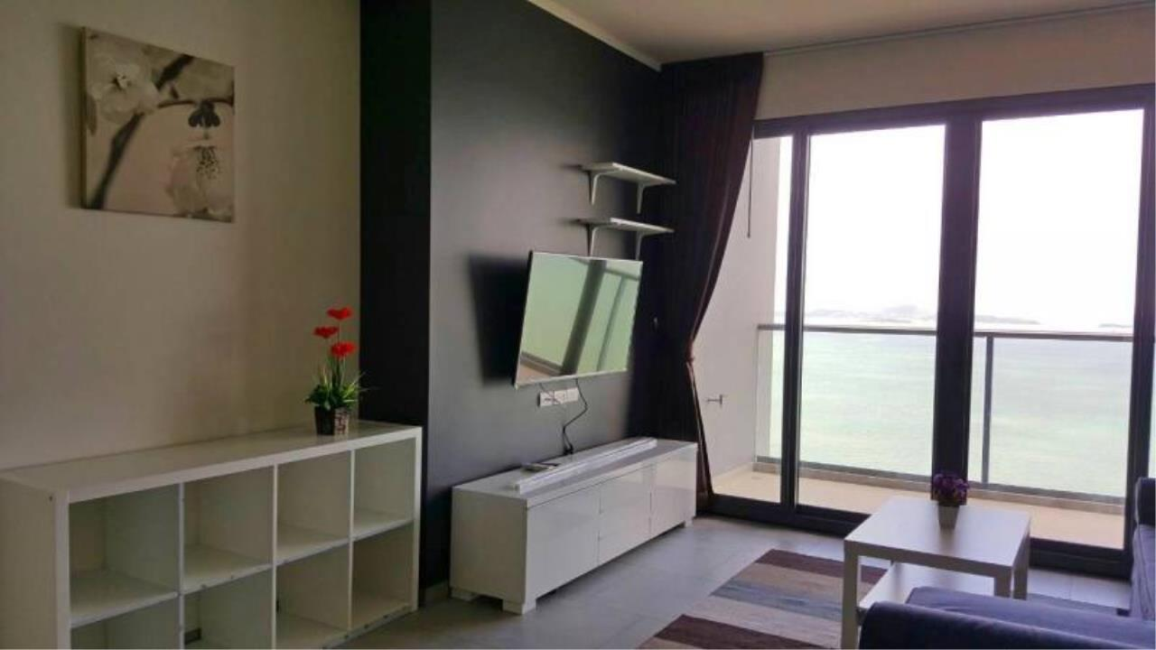 RE/MAX Town & Country Property Agency's Beautiful one bedroom for rent 3
