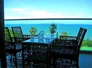 RE/MAX Town & Country Property Agency's Luxury beach front condo 1