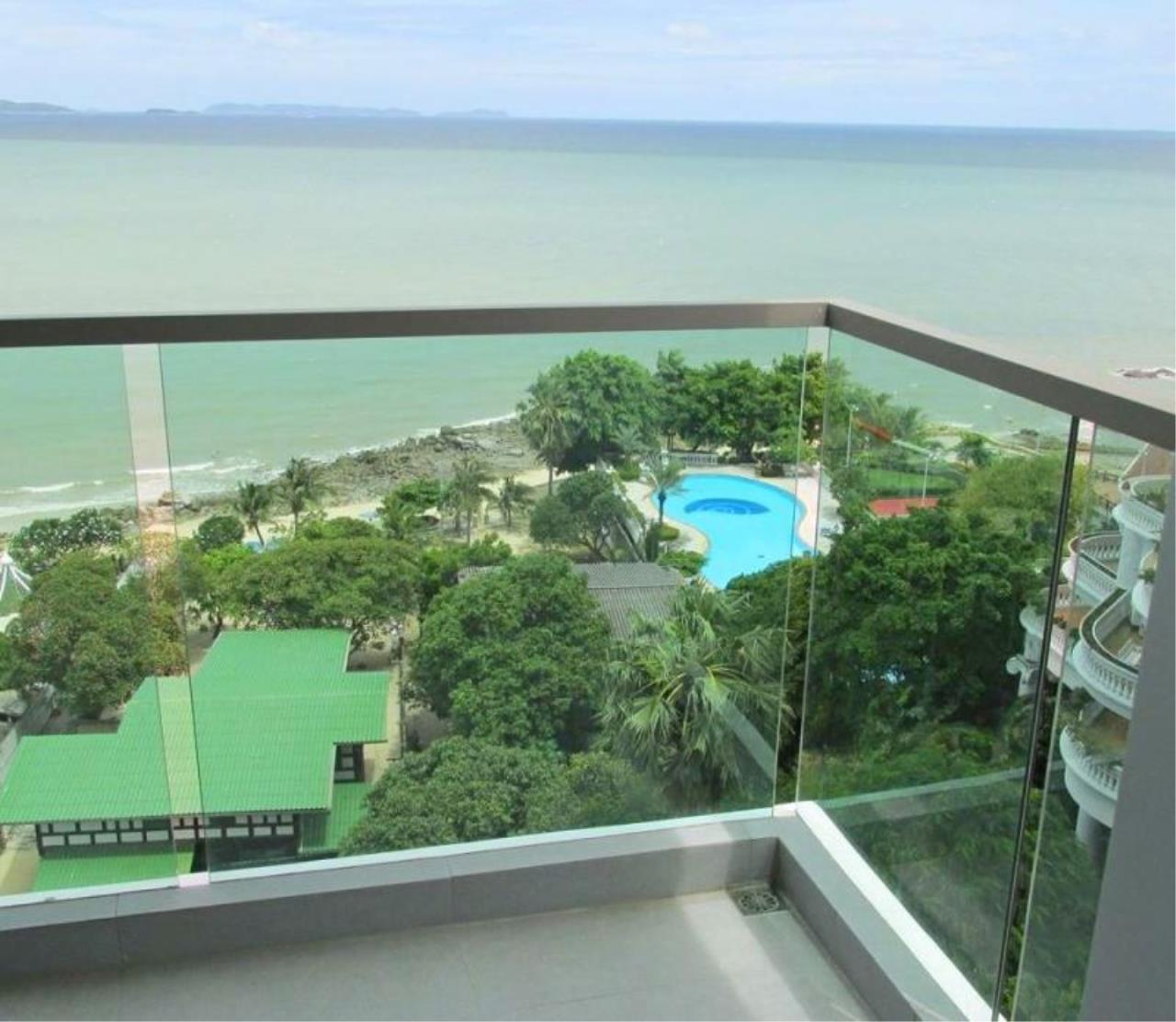 RE/MAX Town & Country Property Agency's Luxury beachfront condo in Wongamat 1