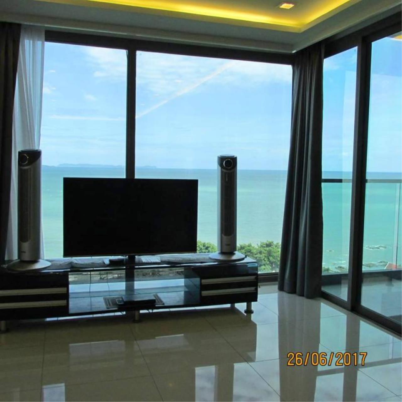 RE/MAX Town & Country Property Agency's Luxury beachfront condo in Wongamat 6