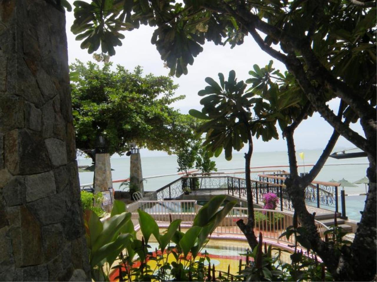 RE/MAX Town & Country Property Agency's Luxury Sea View Condo in Naklua 5