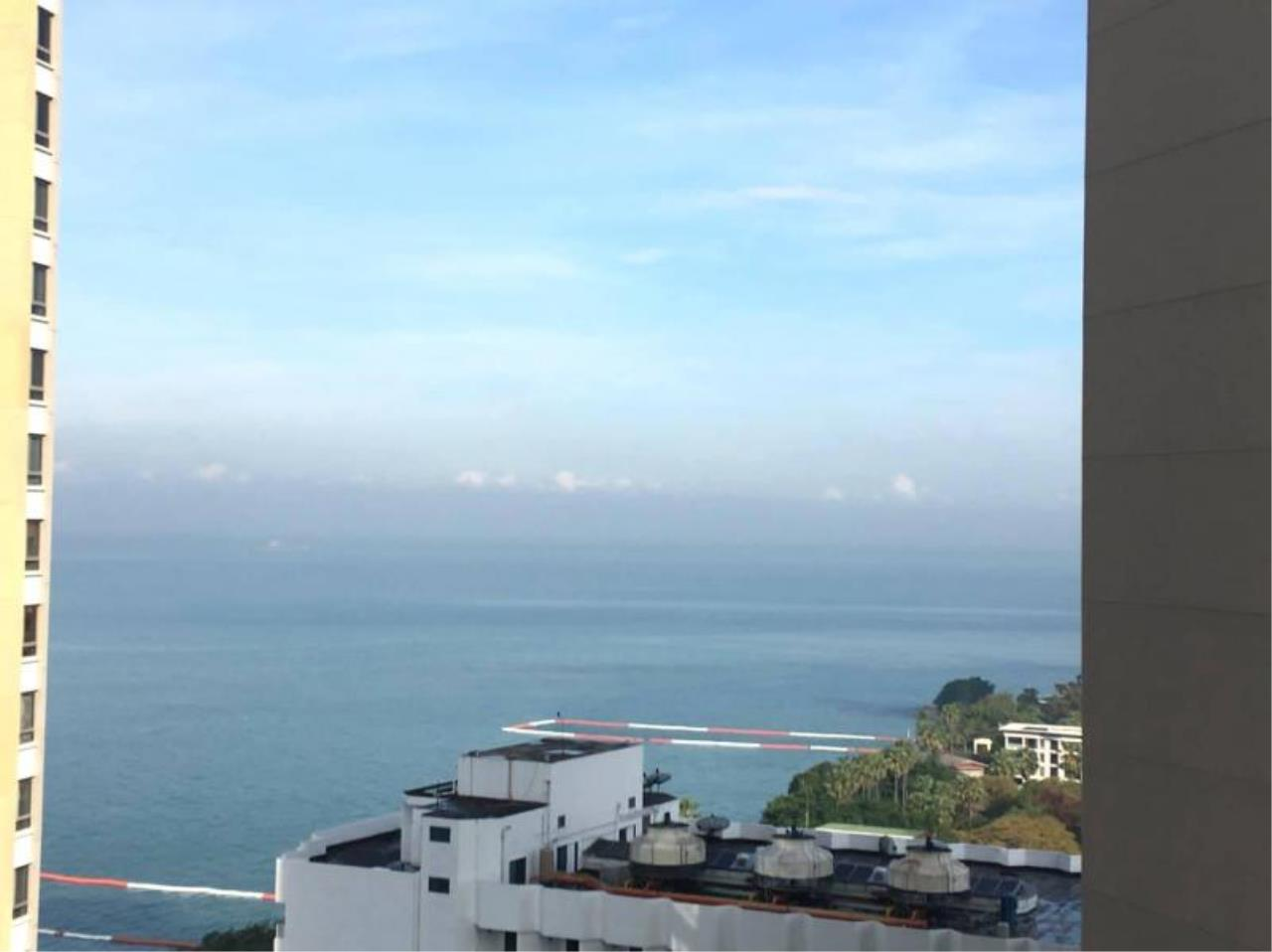 RE/MAX Town & Country Property Agency's Beach front condo in Wong Amat 1