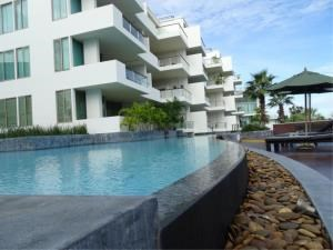 RE/MAX Town & Country Property Agency's Beautiful beachfront condo 4