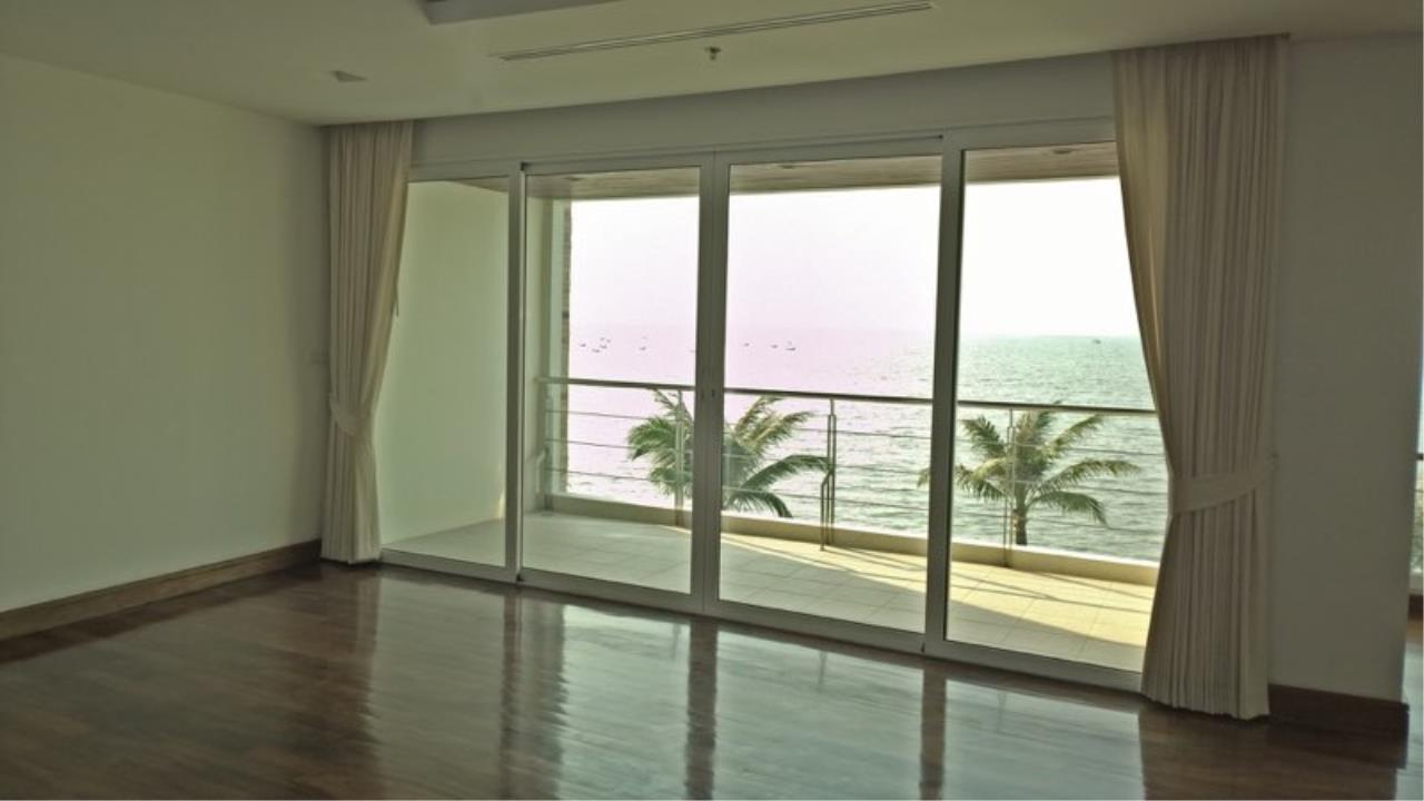 RE/MAX Town & Country Property Agency's Luxury Sea view condo in Nakhua 9