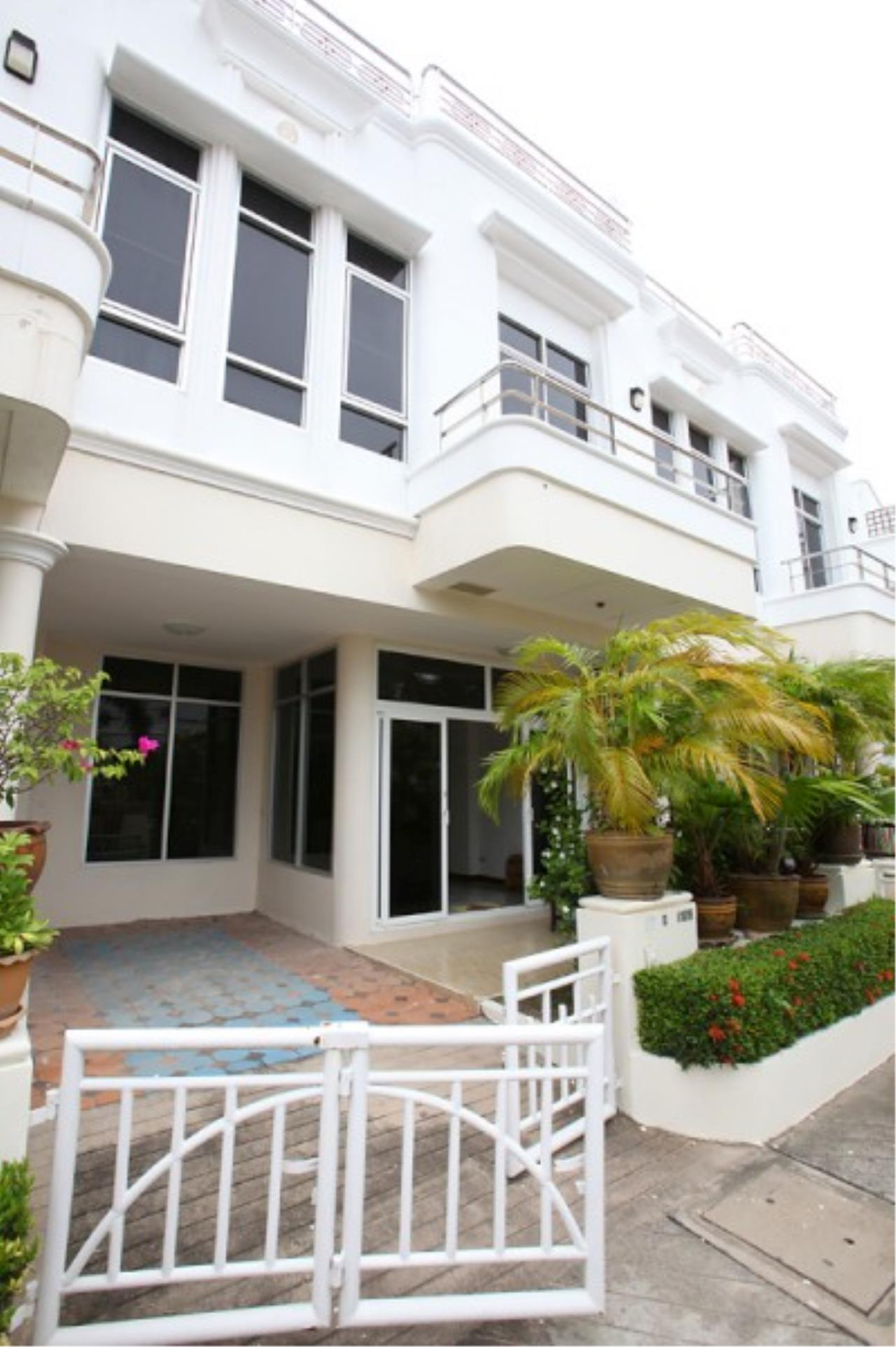 RE/MAX Town & Country Property Agency's Very nice complex of 14 town-houses 1