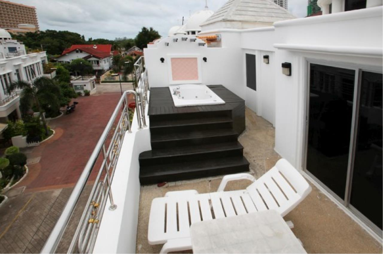 RE/MAX Town & Country Property Agency's Very nice complex of 14 town-houses 2