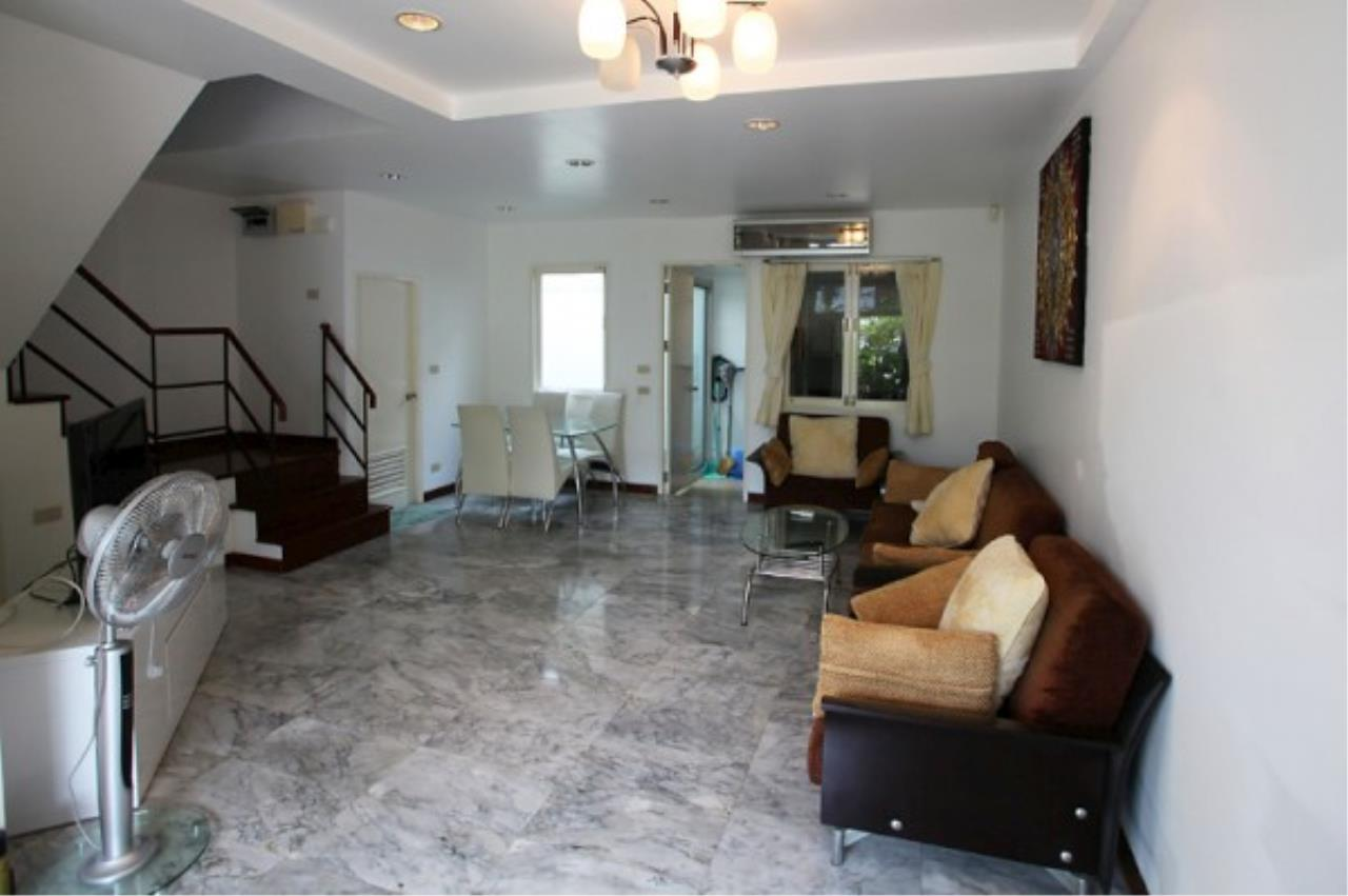 RE/MAX Town & Country Property Agency's Very nice complex of 14 town-houses 4