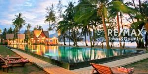RE/MAX Town & Country Property Agency's Koh Chang Beach-front villas 6
