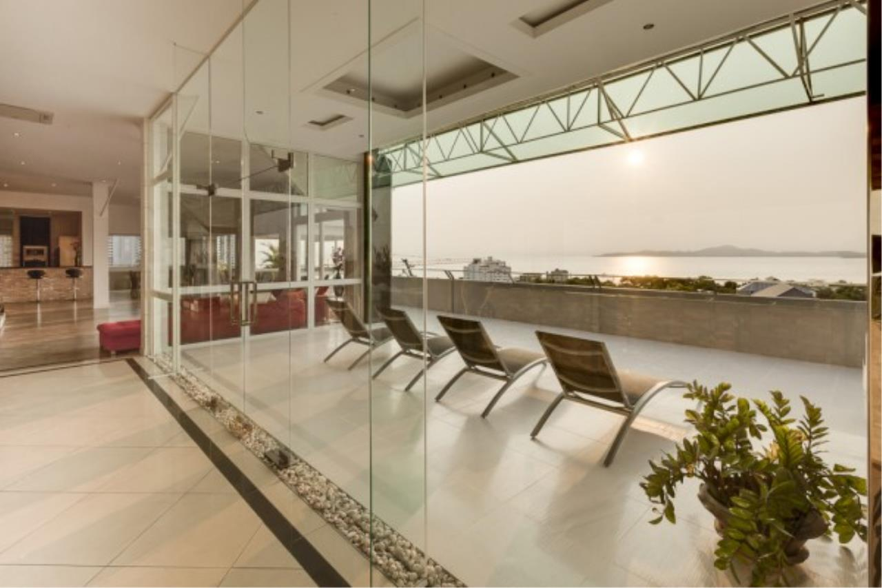 RE/MAX Town & Country Property Agency's Luxury Penthouse in Pratamnak Hill 1