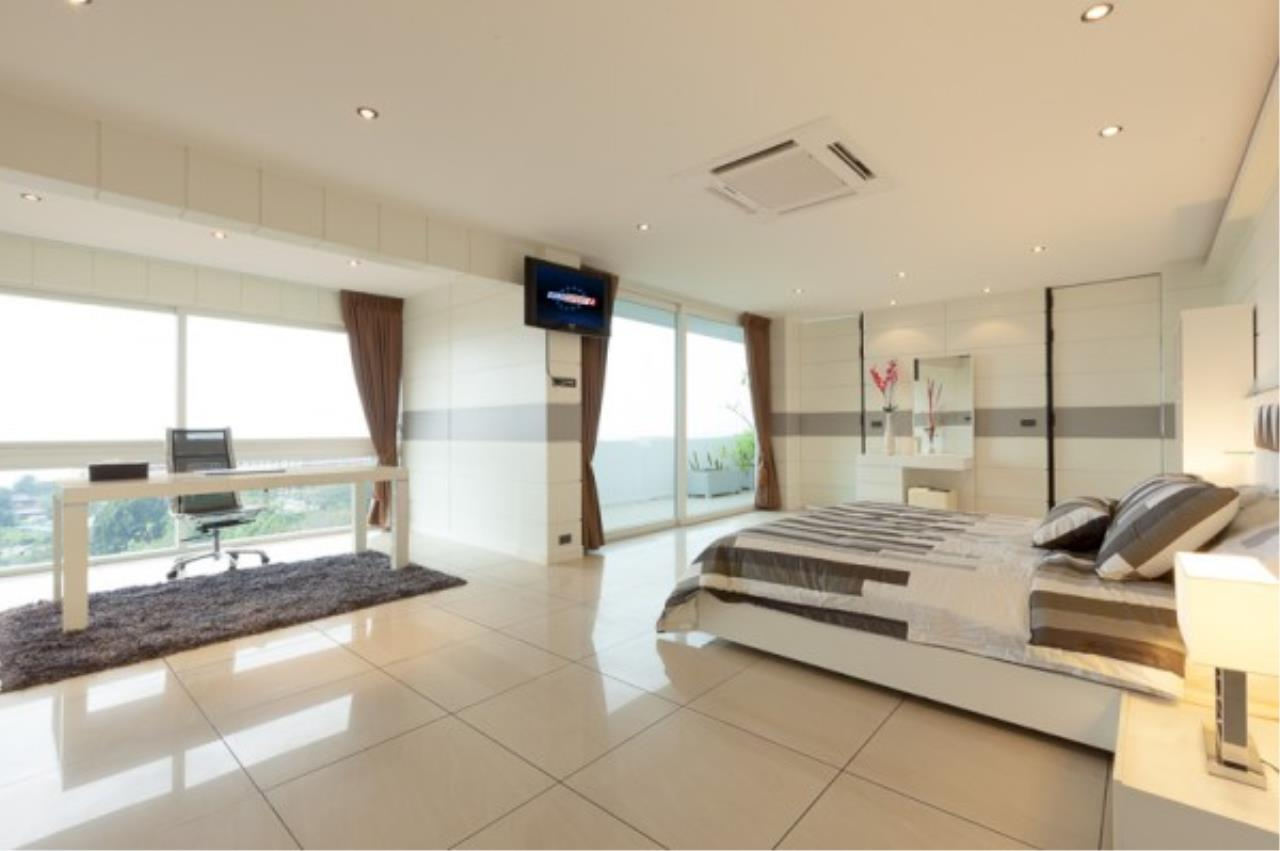 RE/MAX Town & Country Property Agency's Luxury Penthouse in Pratamnak Hill 11