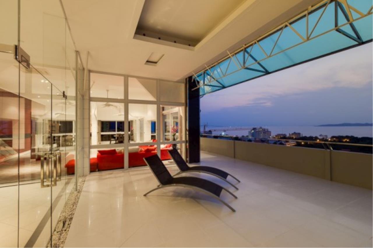 RE/MAX Town & Country Property Agency's Luxury Penthouse in Pratamnak Hill 2