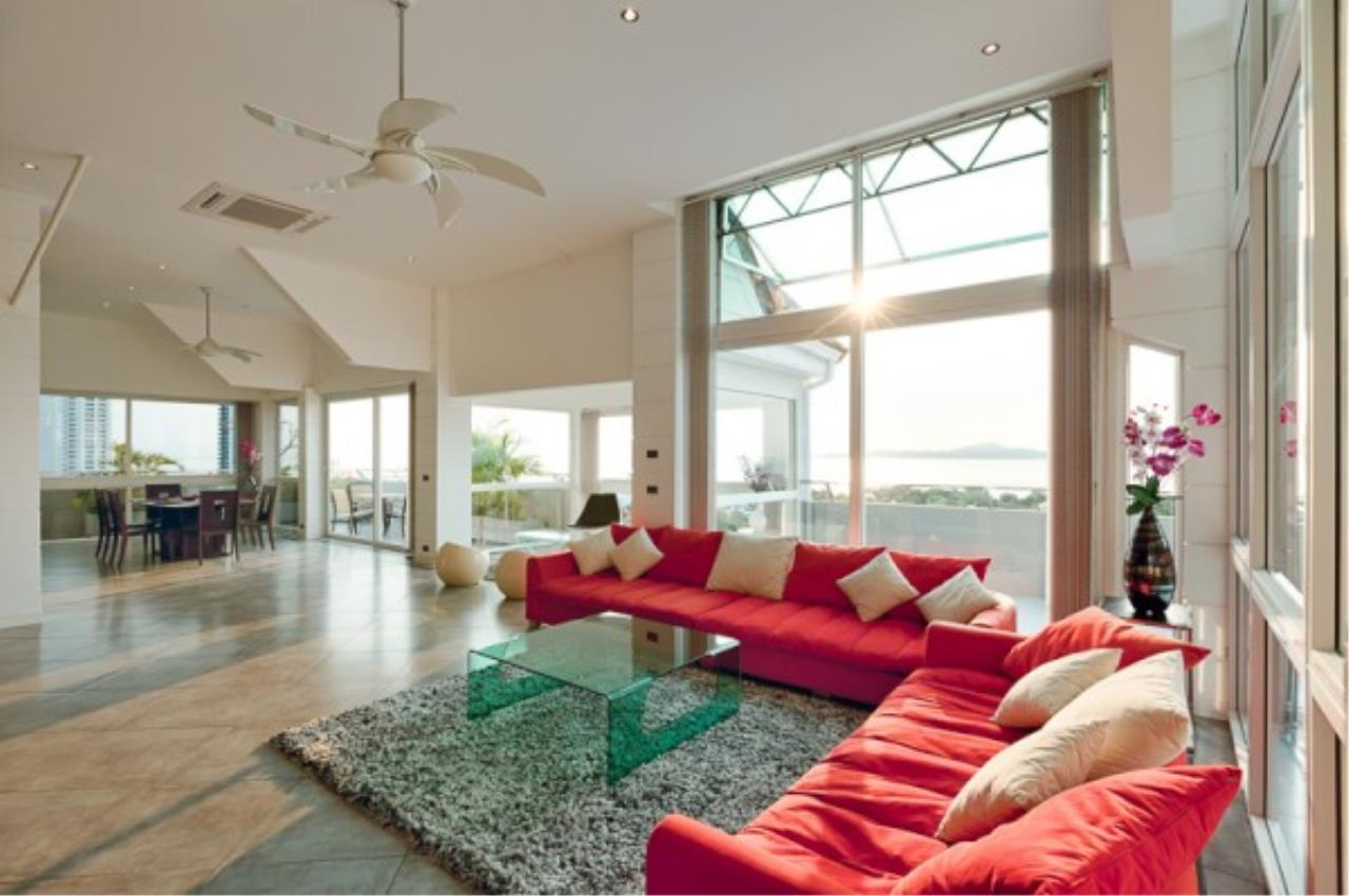 RE/MAX Town & Country Property Agency's Luxury Penthouse in Pratamnak Hill 5