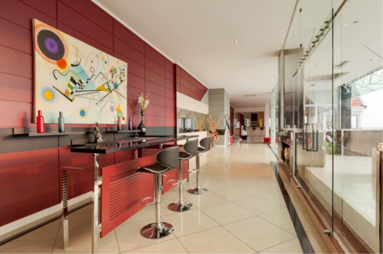 RE/MAX Town & Country Property Agency's Luxury Penthouse in Pratamnak Hill 6