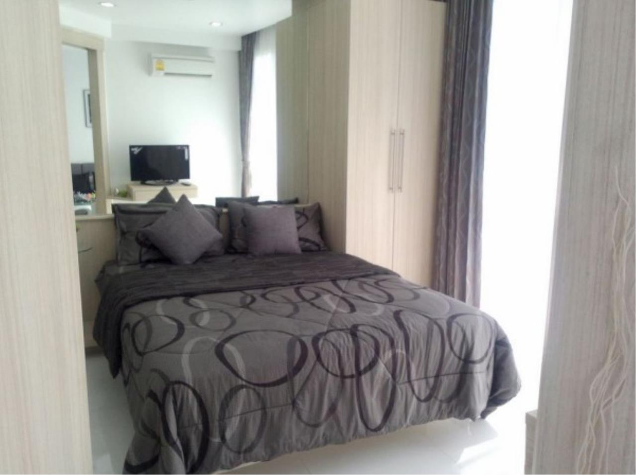 RE/MAX Town & Country Property Agency's Large one bedroom condo for sale on Pratumnak 2