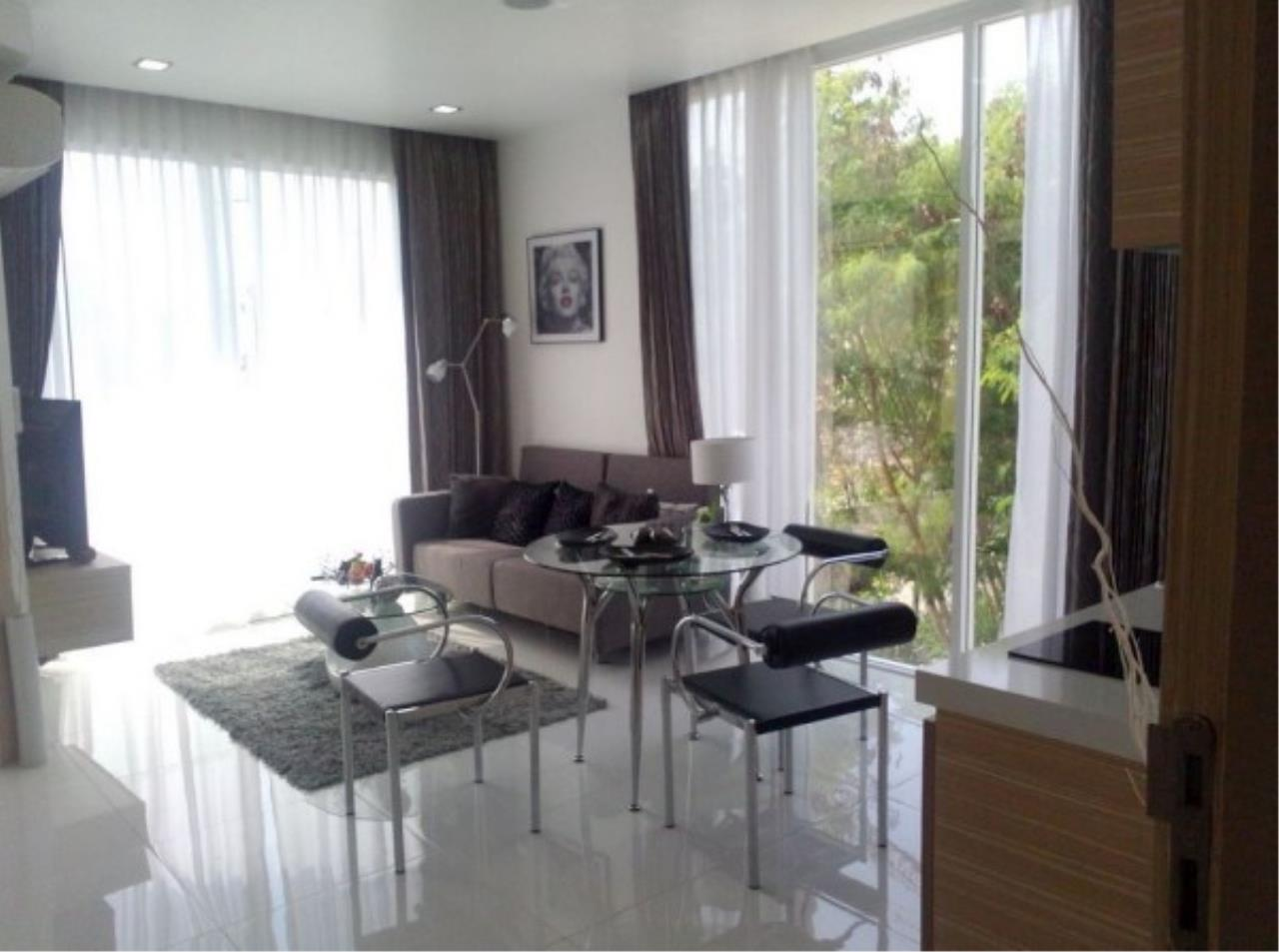RE/MAX Town & Country Property Agency's Large one bedroom condo for sale on Pratumnak 3