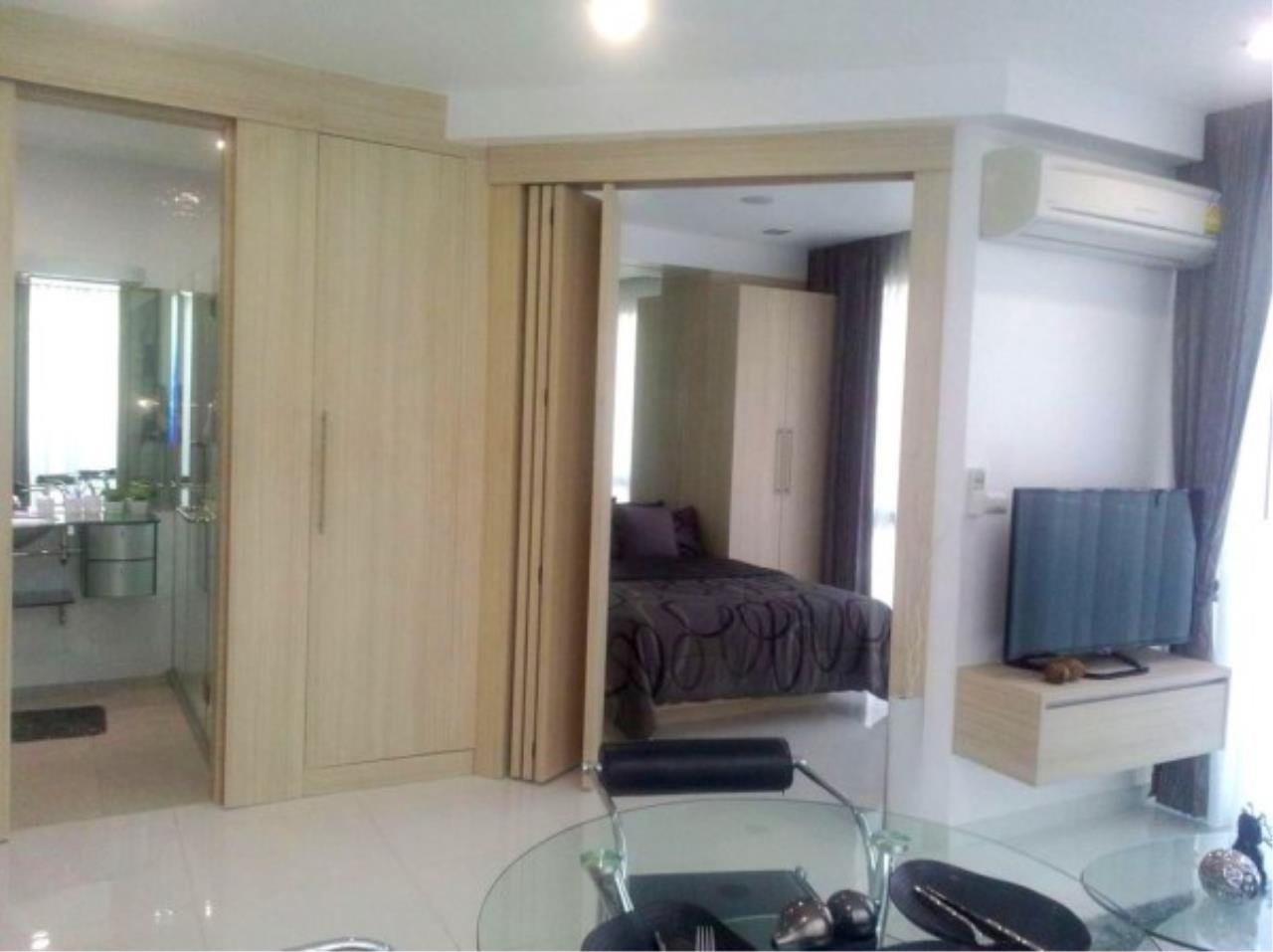 RE/MAX Town & Country Property Agency's Large one bedroom condo for sale on Pratumnak 4