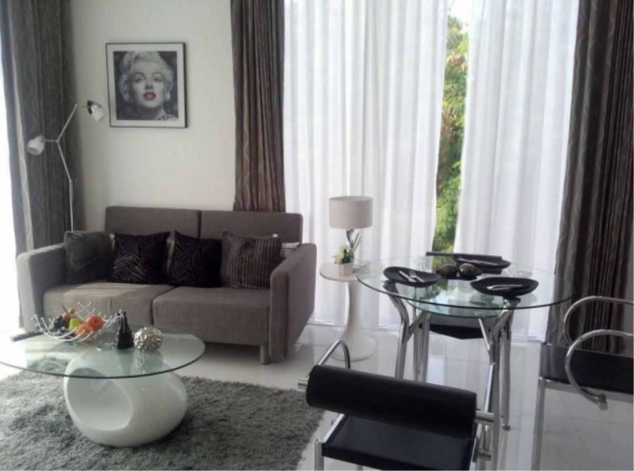 RE/MAX Town & Country Property Agency's Large one bedroom condo for sale on Pratumnak 5