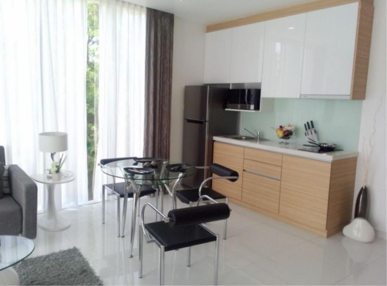 RE/MAX Town & Country Property Agency's Large one bedroom condo for sale on Pratumnak 6