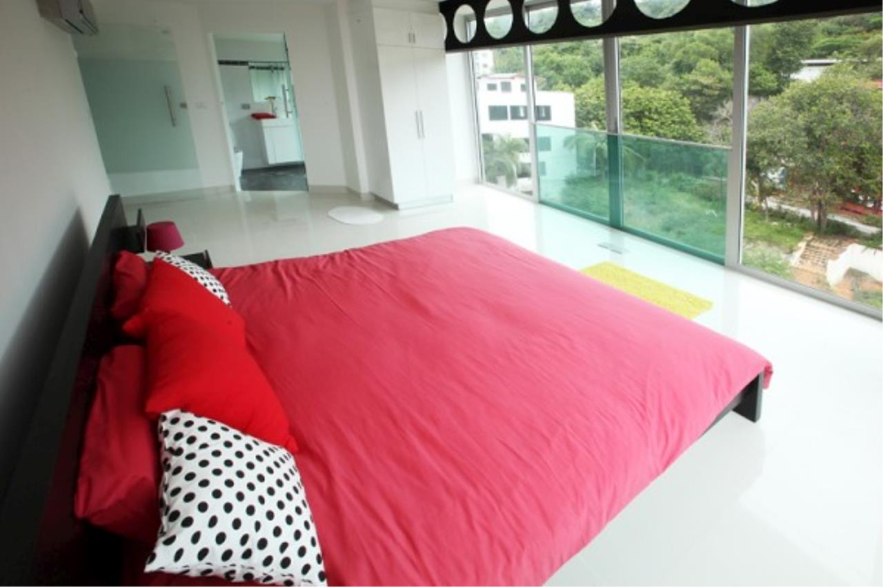 RE/MAX Town & Country Property Agency's Designer 2 bedroom in Pratumnak.. 8