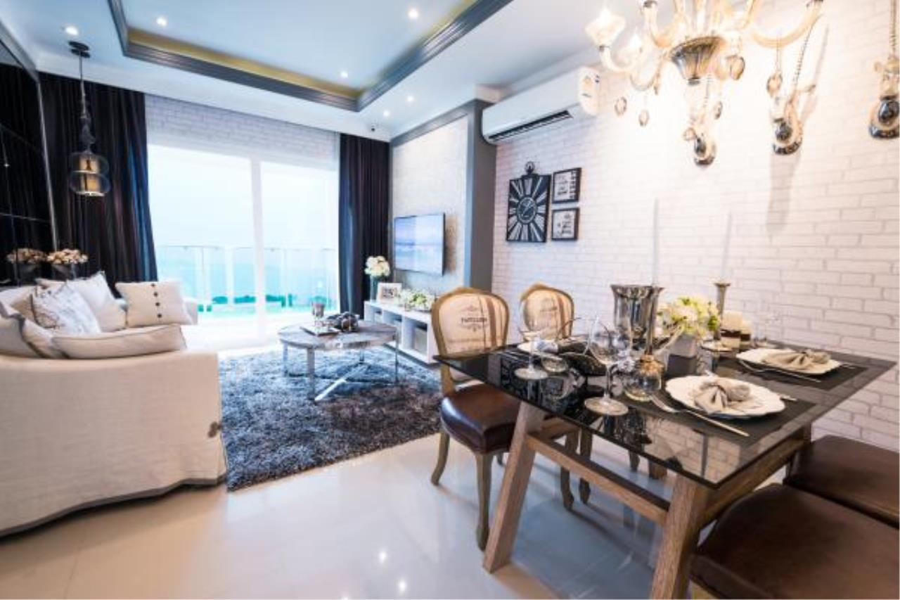 RE/MAX Town & Country Property Agency's Condo close to the ocean 1