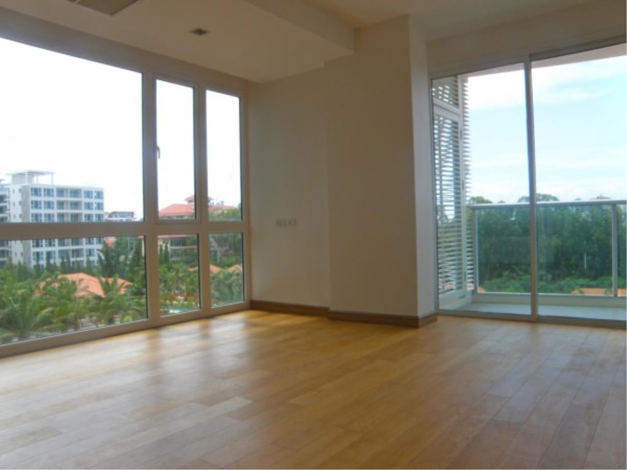 RE/MAX Town & Country Property Agency's 1 bedroom apartment for sale 1
