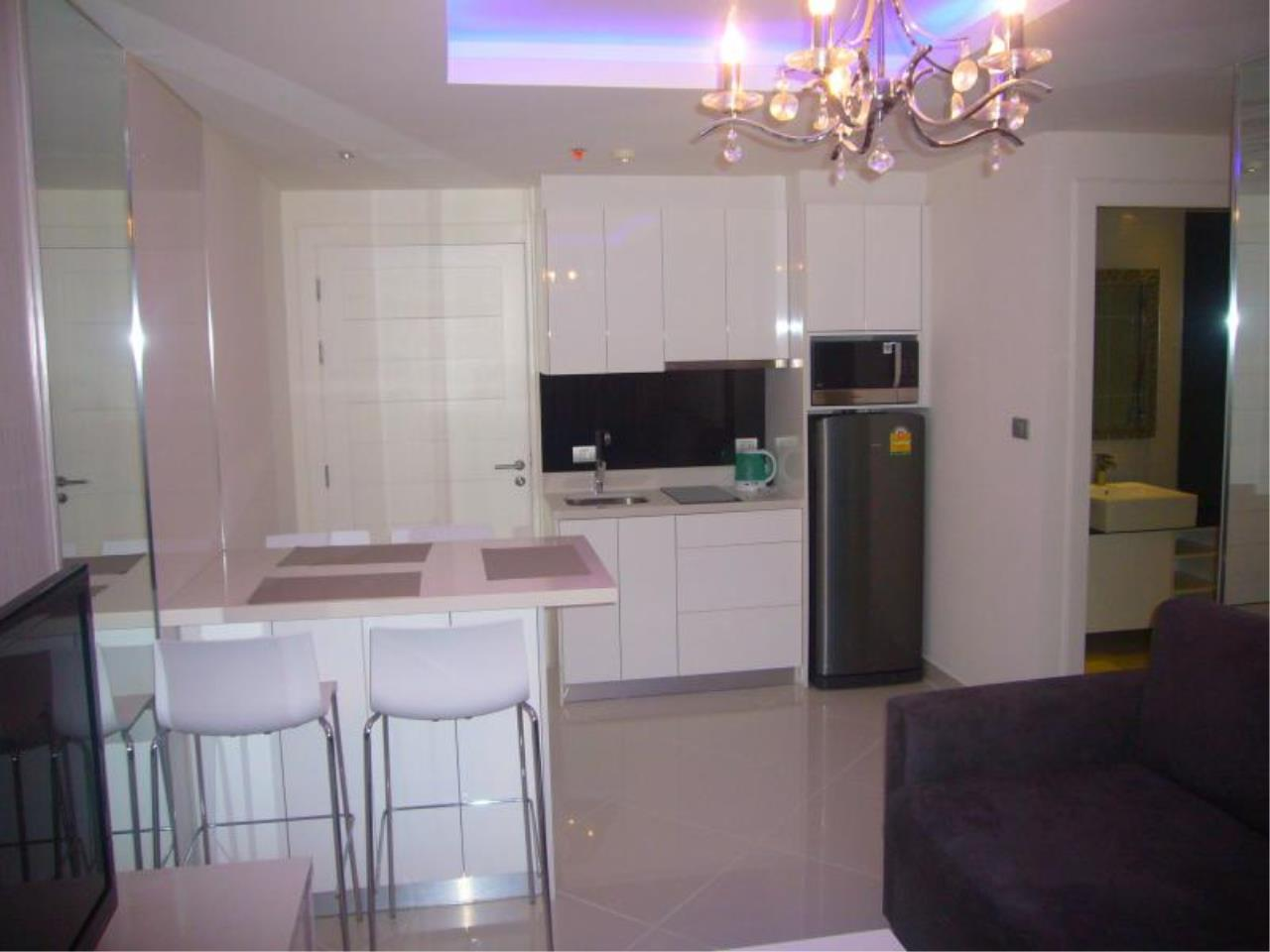 RE/MAX Town & Country Property Agency's Condo for sale 9