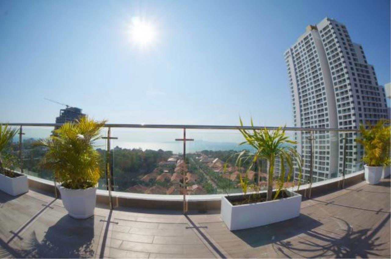RE/MAX Town & Country Property Agency's Nice condo for sale or rent in Pratumnak 10