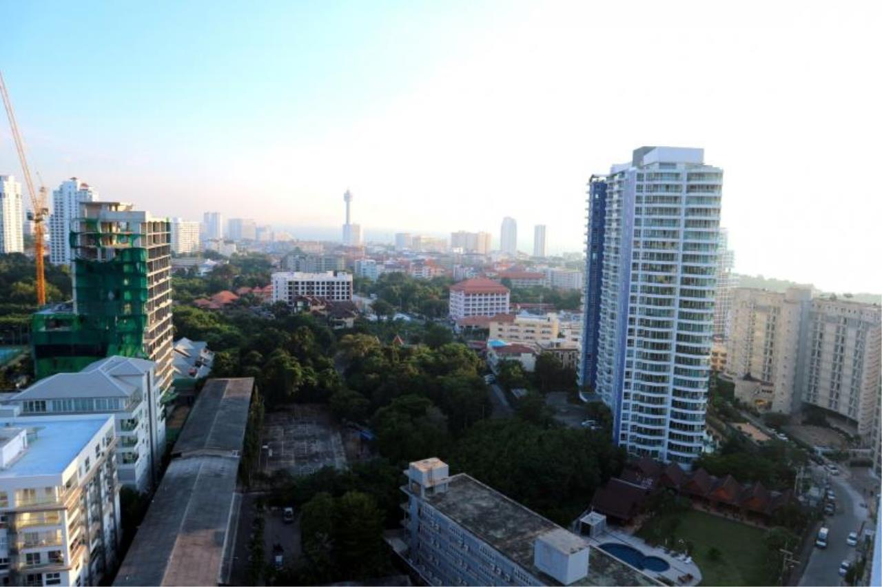 RE/MAX Town & Country Property Agency's Nice Condo in Pratamnak 2
