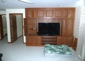 RE/MAX Town & Country Property Agency's Spacious 2 bedroom apartment 5