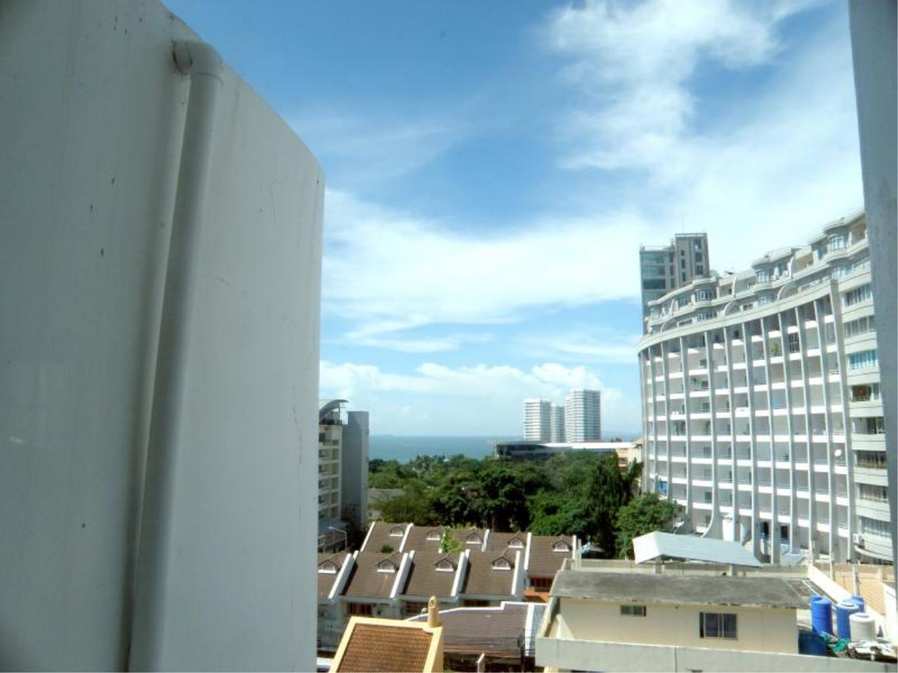 RE/MAX Town & Country Property Agency's Nice Condo in Pratamnak 3