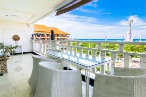 RE/MAX Town & Country Property Agency's High-class Versace style condo with panoramic sea views. 1