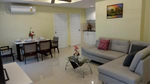 RE/MAX Town & Country Property Agency's Beautiful condo in Pratumnak 3
