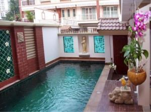 RE/MAX Town & Country Property Agency's 3 Storey Townhouse for sale in Pratamnak 4