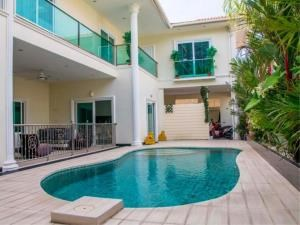 RE/MAX Town & Country Property Agency's Private pool villa for sale in Pratumnak 1