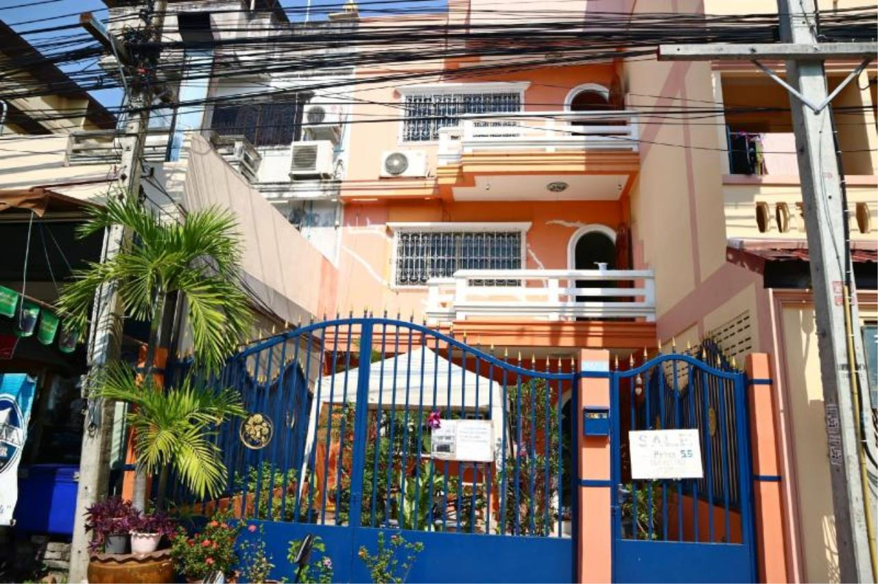RE/MAX Town & Country Property Agency's Townhouse for sale in Pratumnak 1