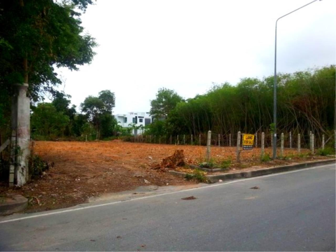 RE/MAX Town & Country Property Agency's Beach Land on Pratamnak Hill 1