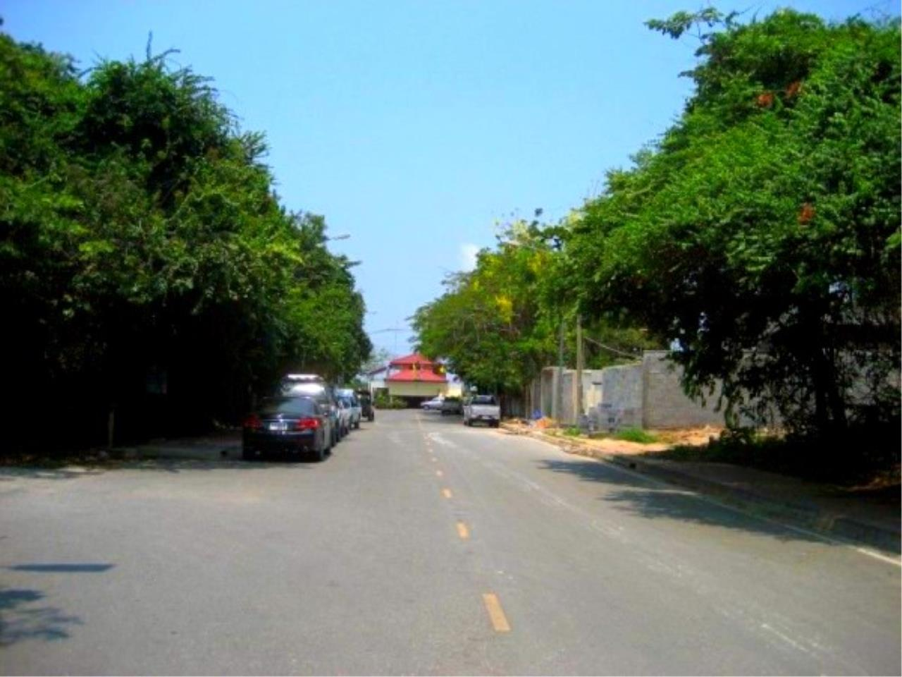 RE/MAX Town & Country Property Agency's Beach Land on Pratamnak Hill 7