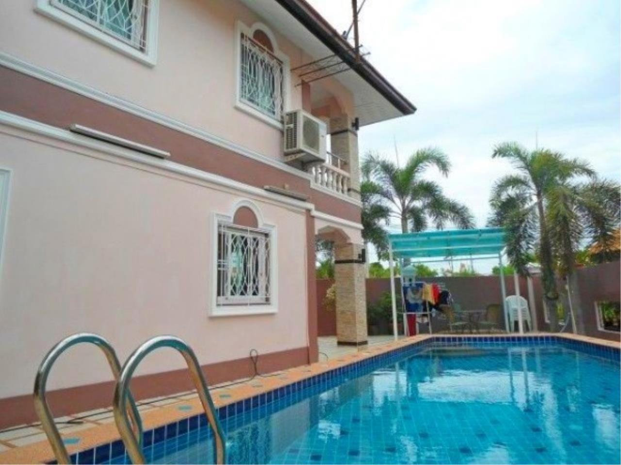 RE/MAX Town & Country Property Agency's 2 Storey house for sale 1